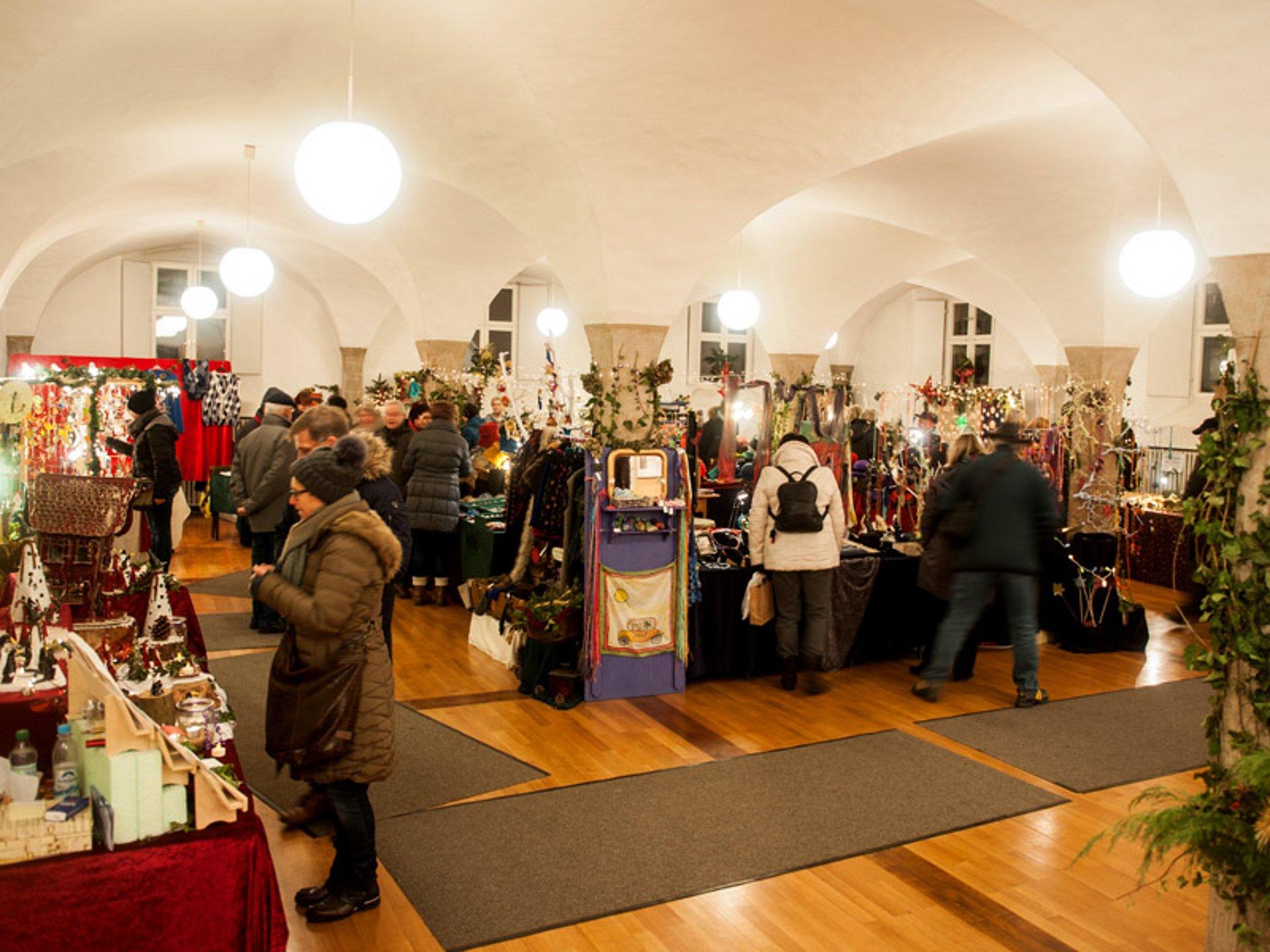 dinkelsb hl kunsthandwerkermarkt hohenlohe schw bisch hall tourismus e v. Black Bedroom Furniture Sets. Home Design Ideas